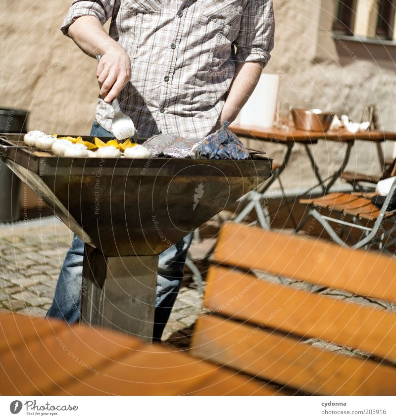 Bratmax Mann Erwachsene Leben Ernährung Lebensmittel Zeit Freizeit & Hobby Tisch Lifestyle Stuhl Kochen & Garen & Backen Kreativität Schönes Wetter Gastronomie