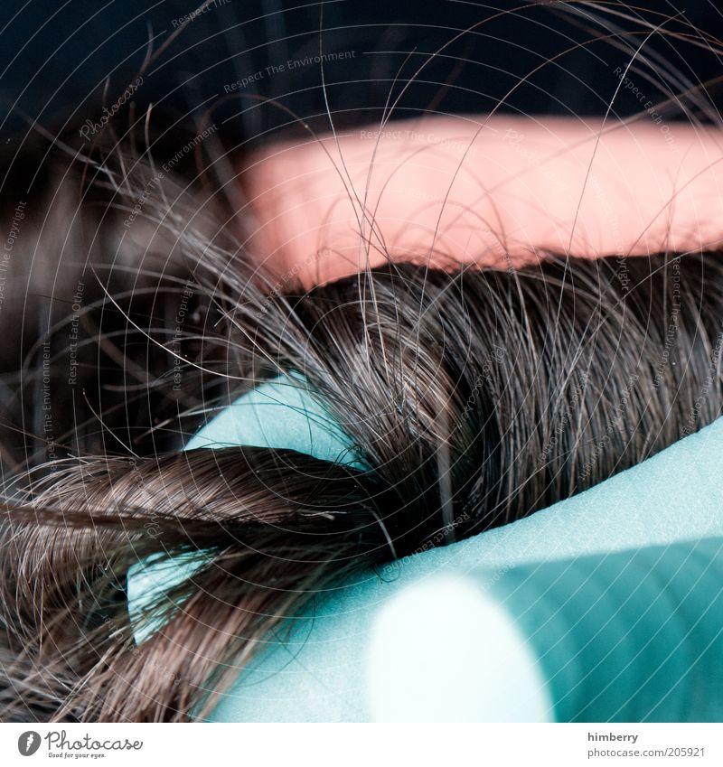 getting ready schön Haare & Frisuren Wohlgefühl Erholung ruhig Kur feminin brünett langhaarig Locken ästhetisch Lockenwickler Haarpflege Schönheitssalon