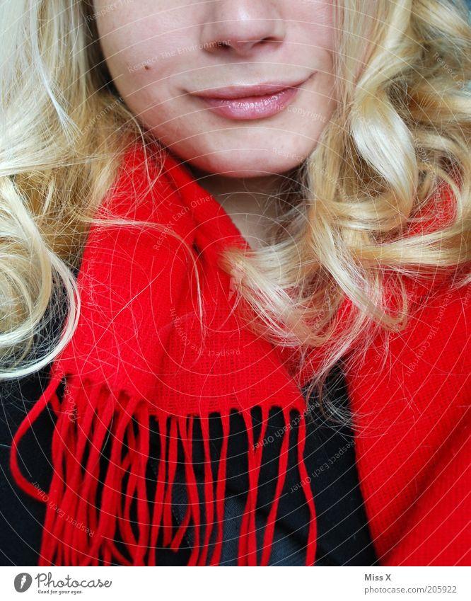 Schwarz Rot Goldlöckchen Mensch Jugendliche schön feminin Haare & Frisuren blond Erwachsene Fröhlichkeit Lippen Lächeln Locken langhaarig Schal Leberfleck Junge Frau Bekleidung
