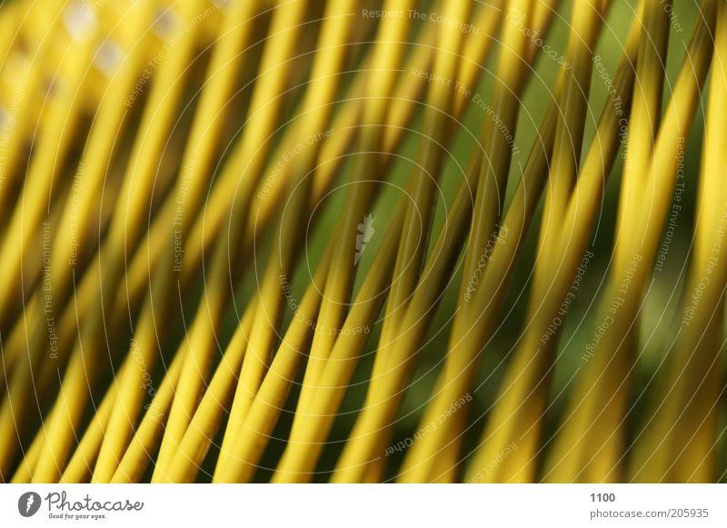 Gartenliege - ganz nah! grün gelb Stuhl Material Sitzgelegenheit Strukturen & Formen netzartig geflochten Gartenstuhl Gartenmöbel Rattanstuhl
