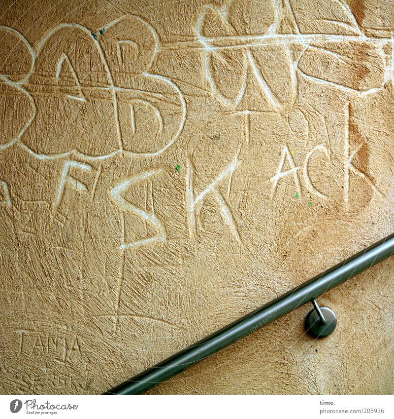 [H10.1] - Gästebuch, öffentlich Mauer Wand Treppengeländer Buchstaben Putz geritzt Kritzelei beige Farbfoto Gedeckte Farben Außenaufnahme Nahaufnahme
