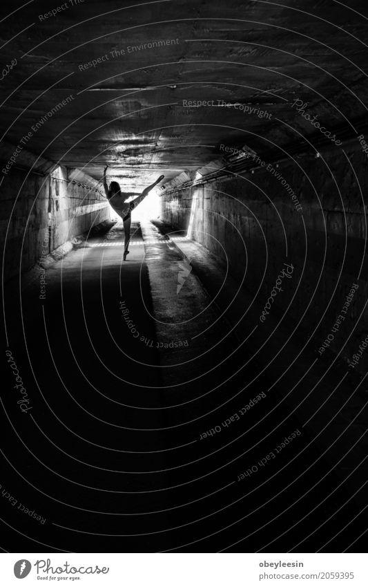 Ballett Lifestyle Sport Fitness Sport-Training Mensch Frau Erwachsene 1 18-30 Jahre Jugendliche Kunst Künstler Abenteuer Schwarzweißfoto Detailaufnahme Tag