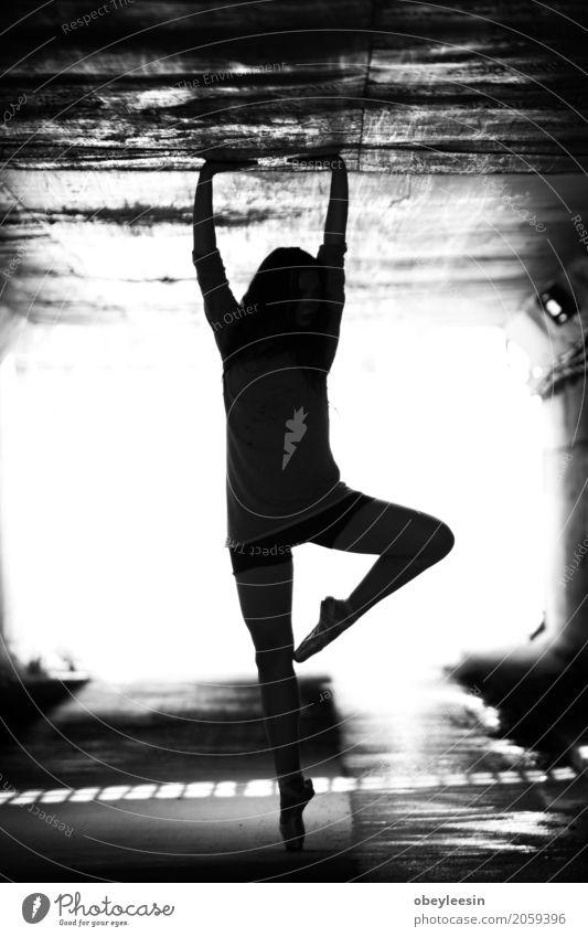 Ballett Mädchen Lifestyle Stil Sport Fitness Sport-Training Mensch Frau Erwachsene 1 18-30 Jahre Jugendliche Kunst Künstler Abenteuer Schwarzweißfoto