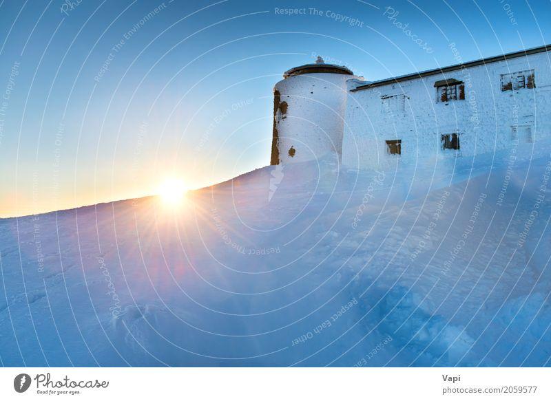 Altes Schloss auf die Oberseite eines Berges Ferien & Urlaub & Reisen Tourismus Ausflug Abenteuer Sonne Winter Schnee Winterurlaub Berge u. Gebirge Haus Hausbau