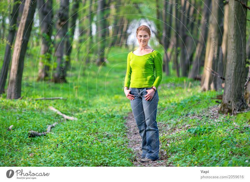 Hübsche junge Frau im grünen Wald Lifestyle Freude schön Körper Gesundheitswesen Wellness Freizeit & Hobby Ferien & Urlaub & Reisen Abenteuer Freiheit Sommer