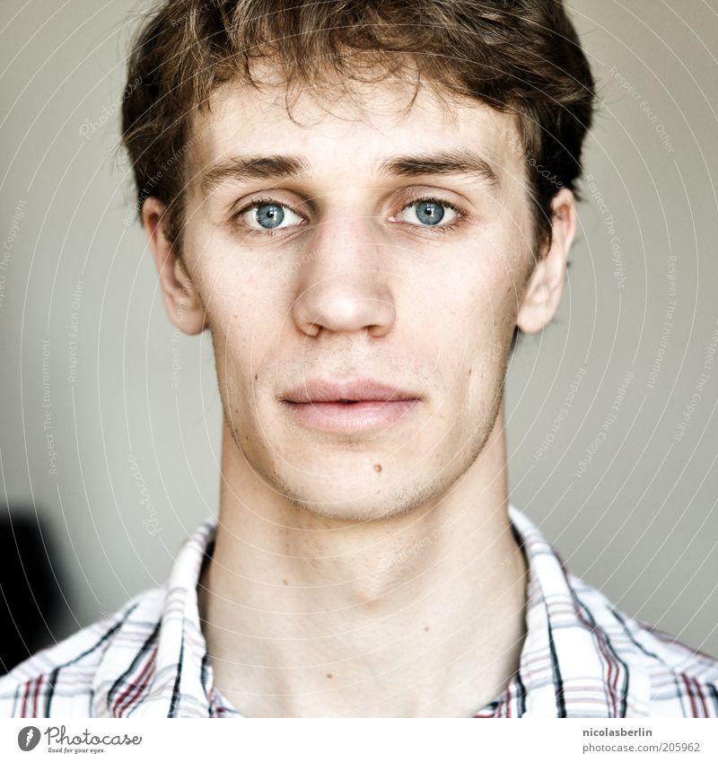 Montags Portrait 01 Gesicht maskulin Junger Mann Jugendliche Auge 18-30 Jahre Erwachsene Hemd brünett Blick dünn authentisch einfach Freundlichkeit frisch