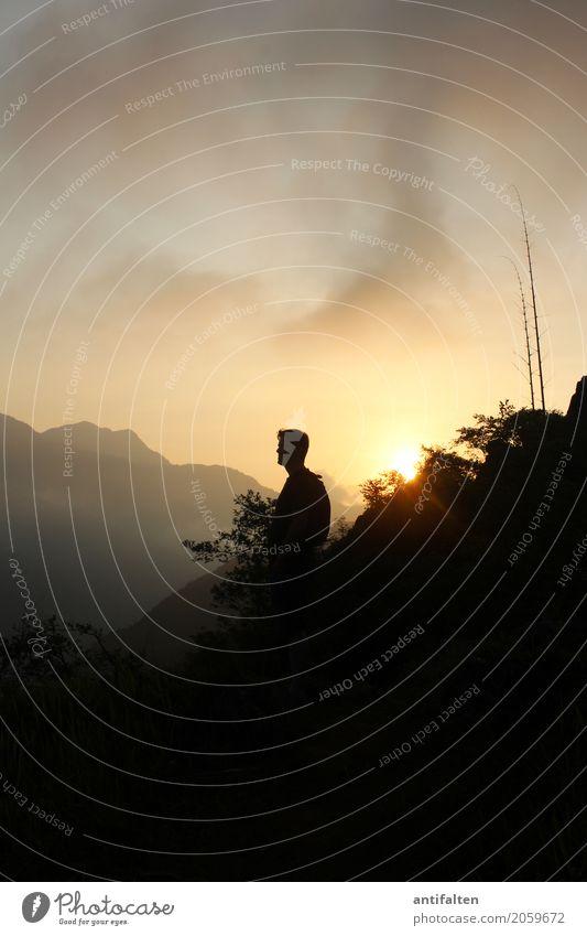 An einem Samstag in... Mensch Natur Ferien & Urlaub & Reisen Mann Sommer Landschaft Ferne Berge u. Gebirge Erwachsene Leben natürlich Freiheit Kopf Tourismus