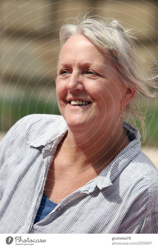Dank Photocase das hier: Eine neue, lustige Freundin gefunden! feminin Frau Erwachsene Weiblicher Senior Leben 1 Mensch 60 und älter Sommer grauhaarig