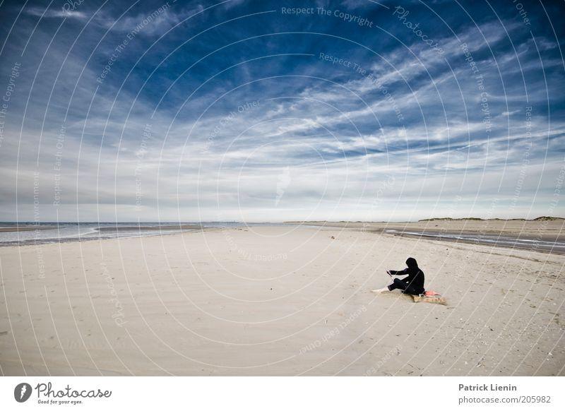 Hier bleib ich! Mensch Natur Wasser Himmel Meer Sommer Strand Ferien & Urlaub & Reisen schwarz Wolken Einsamkeit Ferne Erholung Sand Landschaft Luft