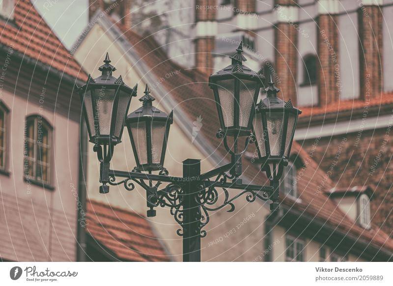 Straßenlaterne in Alt-Riga alt blau Stadt Farbe Haus Architektur gelb Stil Gebäude Kunst Business Lampe Stein braun Design