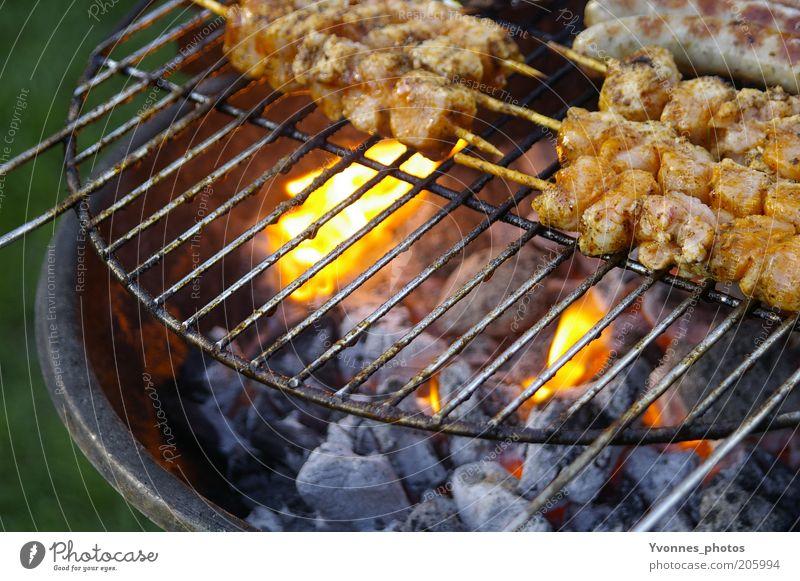 Mittagessen Natur Sommer Ernährung Garten Feuer Grillen Fleisch Abendessen Glut Grillrost Lebensmittel Grillkohle Holzkohle Fleischspieß Grillsaison