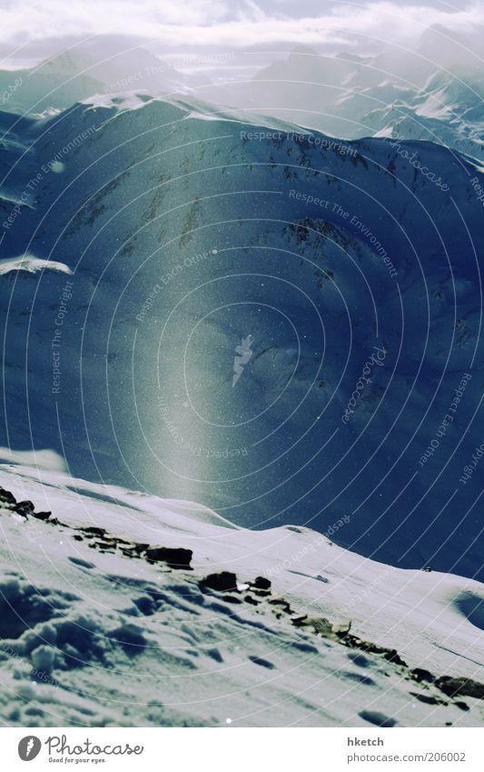 Beam me up, Scotty! Himmel blau weiß Winter Wolken kalt Schnee Berge u. Gebirge Horizont authentisch leuchten Idylle Lebensfreude Leichtigkeit Schneelandschaft