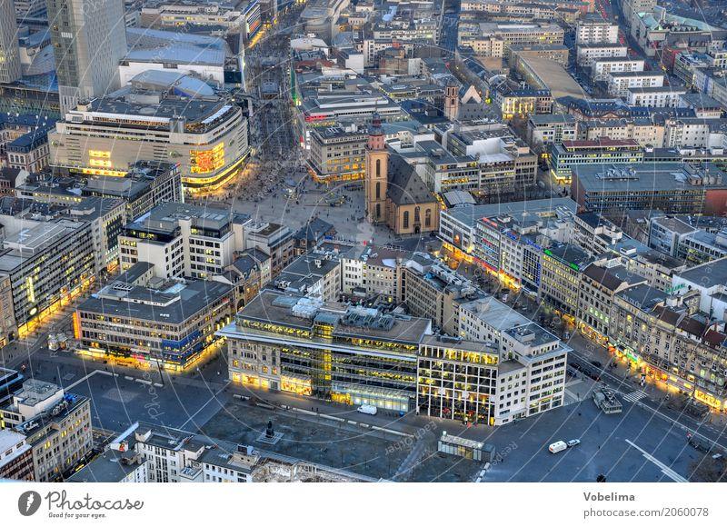 Frankfurt, abends Stadt Stadtzentrum Fußgängerzone Haus Kirche Platz Gebäude Straßenverkehr Arbeit & Erwerbstätigkeit Häusliches Leben blau braun mehrfarbig
