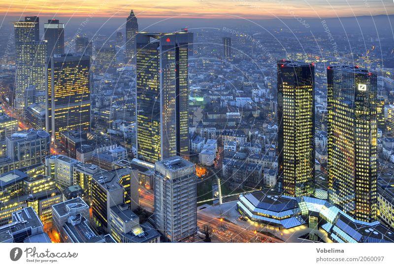 Frankfurt, abends Stadt Stadtzentrum Skyline Hochhaus Bankgebäude Architektur blau braun mehrfarbig gelb gold grau orange schwarz Frankfurt am Main Großstadt