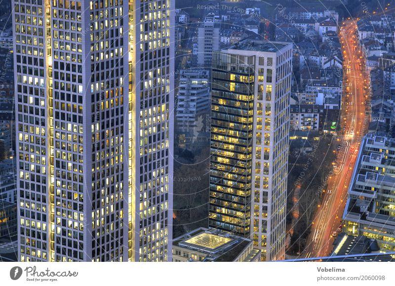 Frankfurt, abends Stadt Stadtzentrum Skyline Hochhaus Bankgebäude Architektur Verkehr Verkehrswege Berufsverkehr Straßenverkehr blau mehrfarbig gelb gold grau