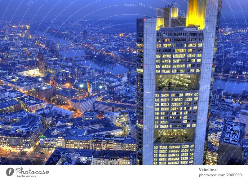 Frankfurt, abends Fluss Stadt Stadtzentrum Skyline Hochhaus Bankgebäude Dom Brücke Architektur blau mehrfarbig gelb gold grau orange Frankfurt am Main Großstadt