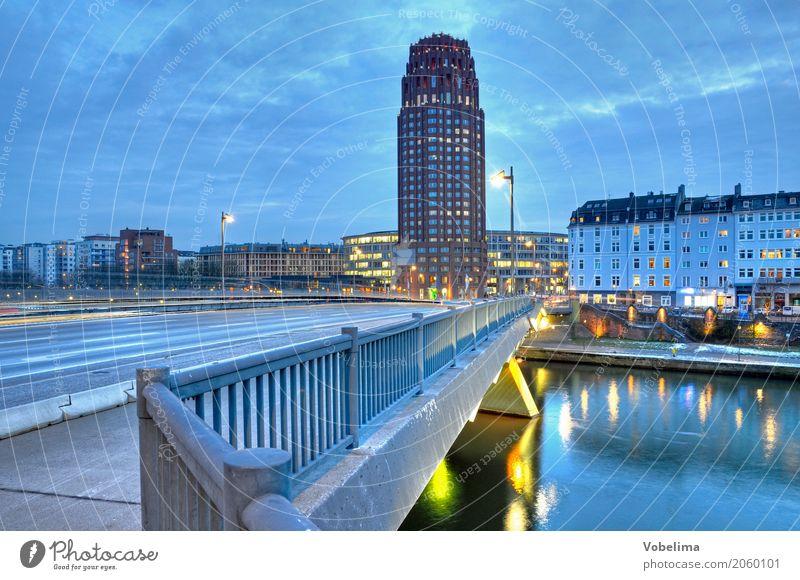 Main-Plaza-Tower in Frankfurt blau Stadt Haus Architektur Straße gelb grau Hochhaus gold Brücke Turm Fluss Frankfurt am Main HDR