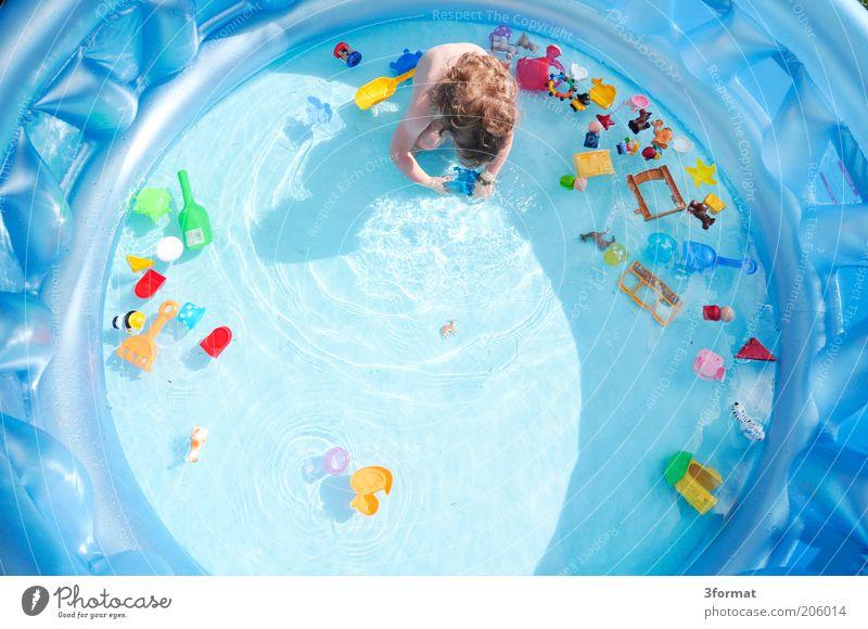 POOL Mensch Kind blau Sommer Freude Spielen Garten Haare & Frisuren Zufriedenheit nass Kindheit Fröhlichkeit Schwimmen & Baden Kreis natürlich rund