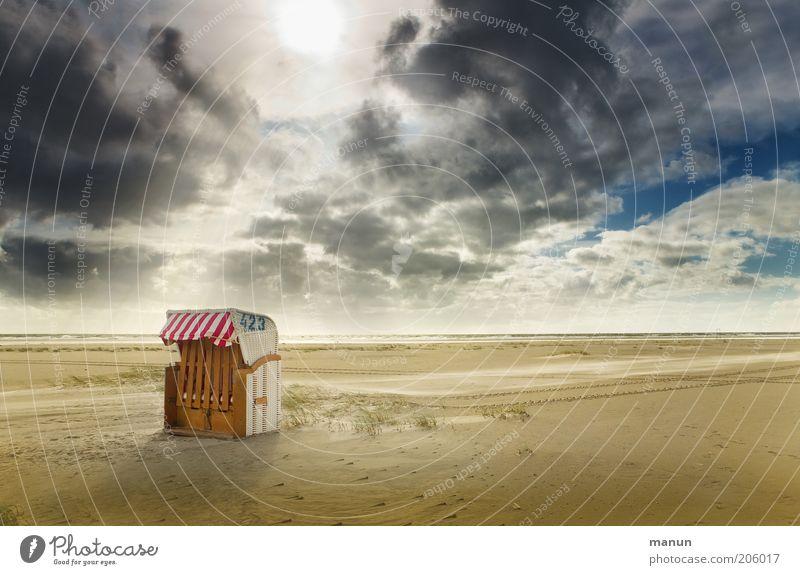 Ruhepunkt Natur Himmel Sonne Meer Sommer Strand Ferien & Urlaub & Reisen Wolken Einsamkeit Ferne Erholung Sand Landschaft Küste Wetter Sicherheit