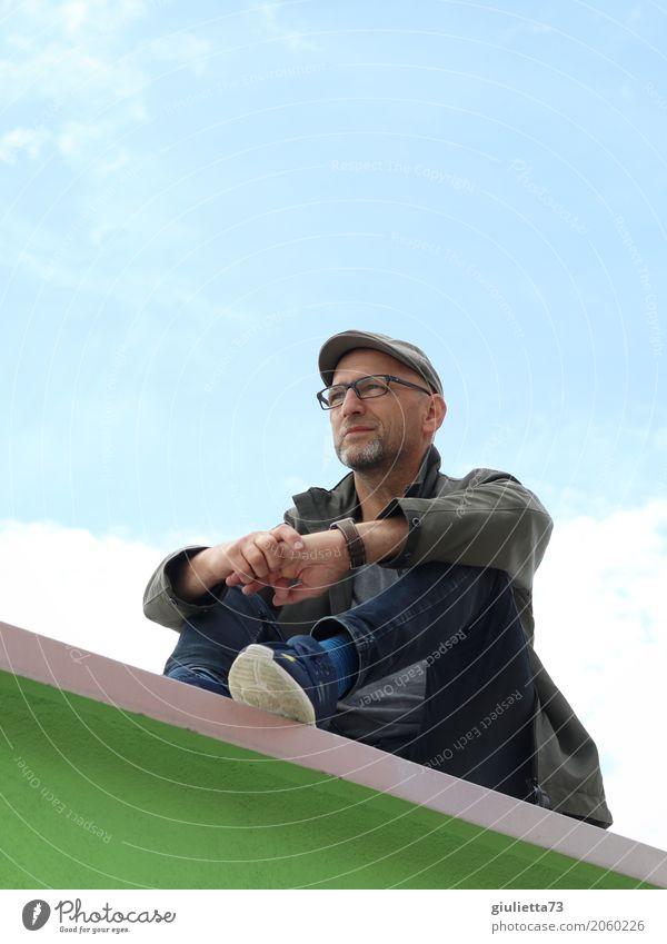 AST 10 | Manchmal müssen wir nur unsere Perspektive ändern. maskulin Mann Erwachsene Männlicher Senior Leben Mensch 45-60 Jahre Brille Hut Mütze Schirmmütze