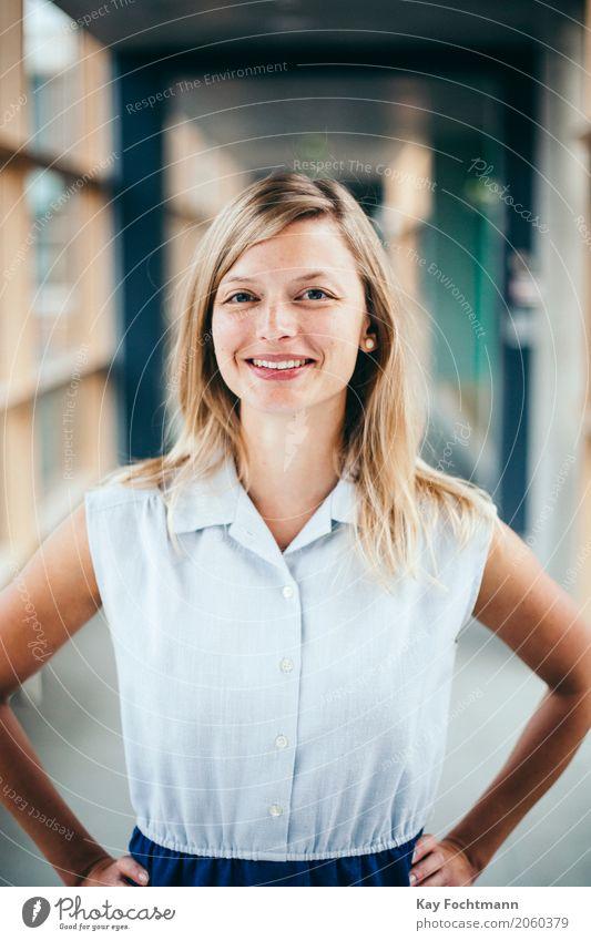 business #6 Mensch Jugendliche Junge Frau 18-30 Jahre Erwachsene Leben feminin Business Arbeit & Erwerbstätigkeit Zufriedenheit blond Erfolg Lächeln Beginn