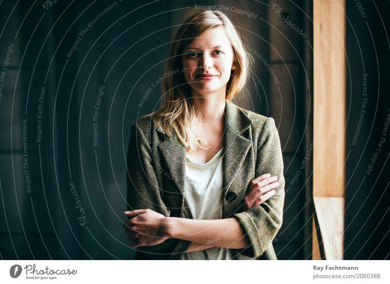 business #4 Mensch Jugendliche Junge Frau schön 18-30 Jahre Erwachsene Leben feminin Stil Business Arbeit & Erwerbstätigkeit Zufriedenheit Büro elegant blond