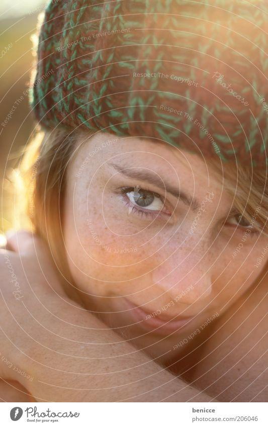 abendrot schön Gesicht Leben ruhig Mensch feminin Frau Erwachsene Kopf 1 18-30 Jahre Jugendliche Natur Mütze blond rothaarig genießen Lächeln authentisch nah