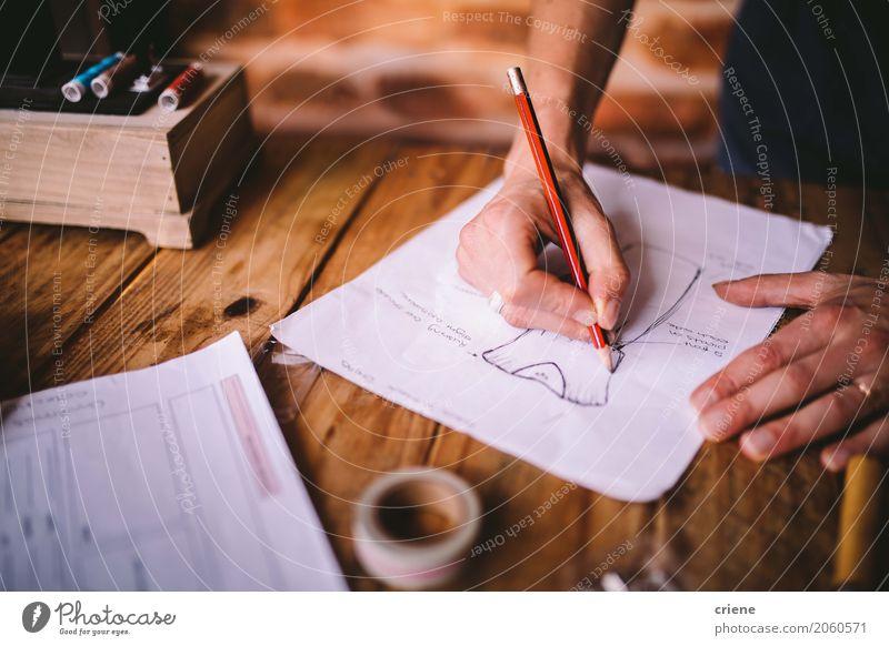 Modedesigner, der Skizzen von neuen Designen zeichnet Lifestyle Schreibtisch Raum Arbeit & Erwerbstätigkeit Beruf Arbeitsplatz Handwerk feminin Junge Frau