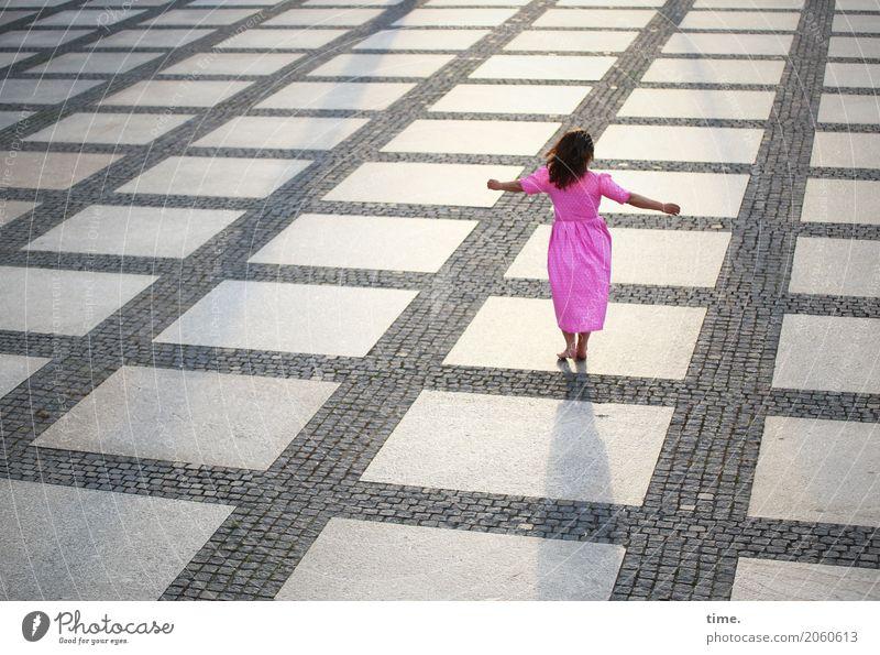 AST 10 | Dancefloor feminin Frau Erwachsene Mensch Chemnitz Stadtzentrum Platz Sehenswürdigkeit Kleid Barfuß brünett langhaarig Bewegung drehen Erholung Tanzen