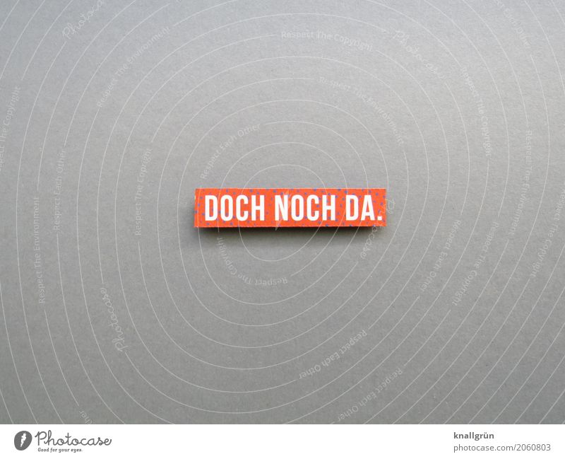 DOCH NOCH DA. Schriftzeichen Schilder & Markierungen Kommunizieren eckig grau orange weiß Gefühle Freude Zufriedenheit Verlässlichkeit Ausdauer Neugier
