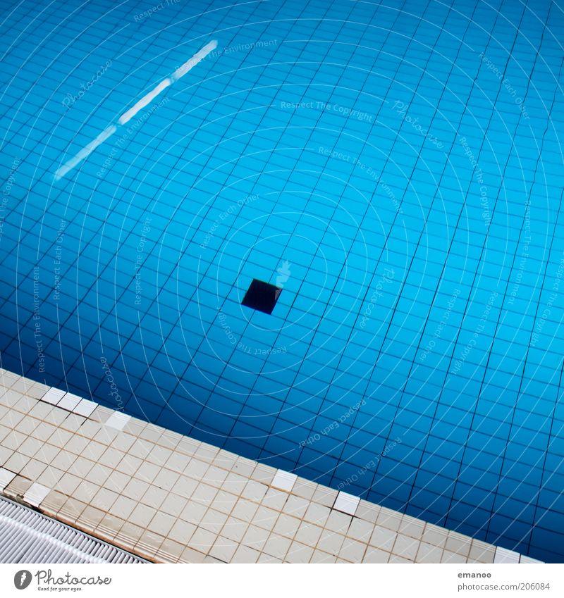 3,50m Wellness Erholung ruhig Schwimmbad Wasser alt eckig hell nass blau stagnierend Fliesen u. Kacheln Wasseroberfläche Beckenrand Abfluss Linie tief Farbfoto