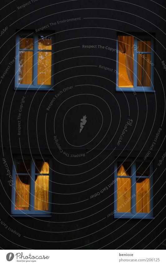 Gute Nacht Johnboy Haus Gebäude Fenster Licht Beleuchtung Abend Häusliches Leben Wohnung heimwärts heimelig 4 schlafen Fassade schwarz grau Fensterrahmen weiß
