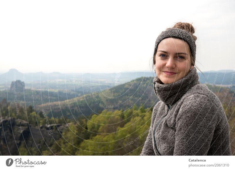 Aussichten Mensch Himmel Jugendliche Junge Frau schön grün weiß Baum Landschaft Erholung Wolken Freude Wald Berge u. Gebirge schwarz gelb