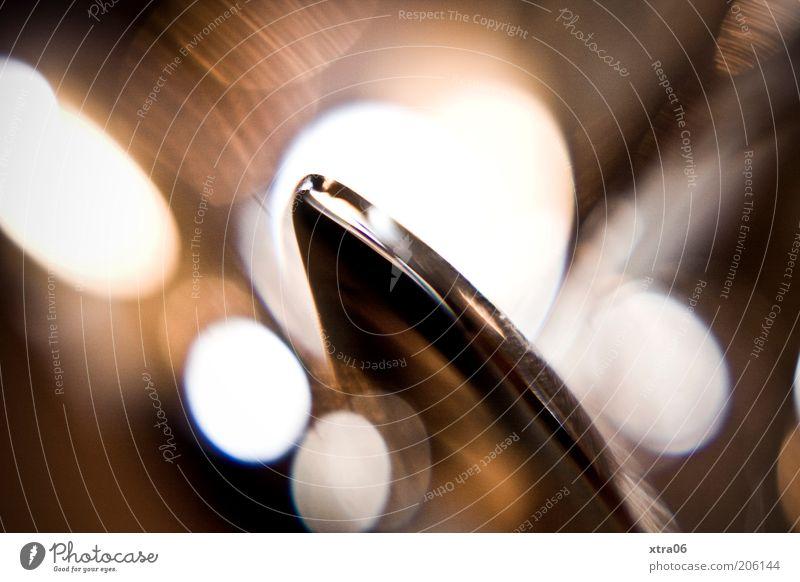 löffel Besteck ästhetisch Lichtpunkt Stillleben Farbfoto Innenaufnahme Nahaufnahme Detailaufnahme Makroaufnahme Schwache Tiefenschärfe silber Ecke edel glänzend