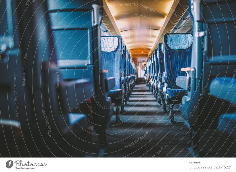 Innerhalb eines leeren Zuges Ferien & Urlaub & Reisen Ferne Lifestyle Tourismus Freizeit & Hobby Ausflug Verkehr Abenteuer Eisenbahn Fernweh Städtereise