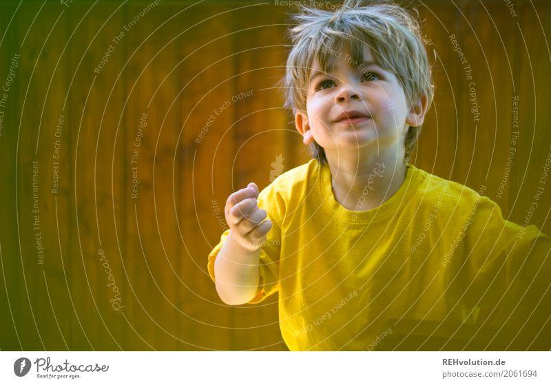 Sommer 2017 Mensch Kind Kleinkind Junge Gesicht 1-3 Jahre T-Shirt Lächeln Spielen authentisch Freundlichkeit Fröhlichkeit Glück klein natürlich gelb Freude