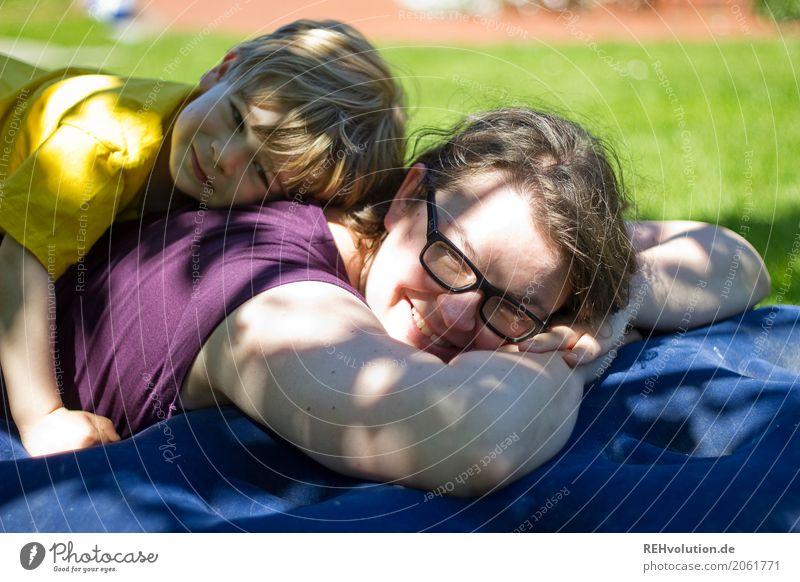 Sommer 2017 Mensch Kind Frau Natur Freude Erwachsene Wärme Umwelt Lifestyle feminin Junge Familie & Verwandtschaft Spielen Glück Garten