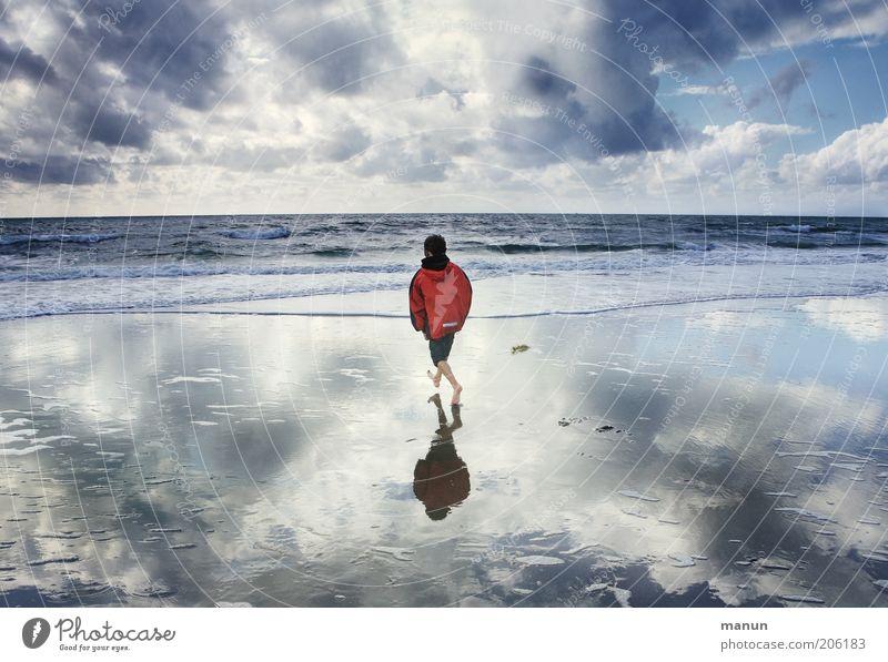Wasserläufer Kind Natur Jugendliche Wasser Meer Strand Ferien & Urlaub & Reisen Wolken Einsamkeit Ferne Leben Erholung Junge Freiheit Landschaft Küste