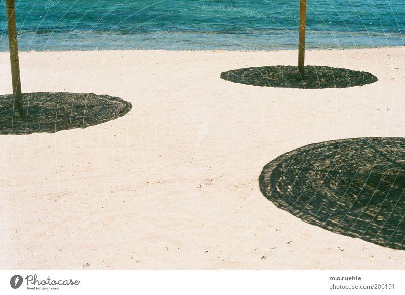 sonnenschirmchensandstrand Sonne Meer Ferien & Urlaub & Reisen Strand ruhig Sand Küste Tourismus Kreis Schönes Wetter Sonnenschirm Schirm Sommerurlaub kreisrund Schattenspiel