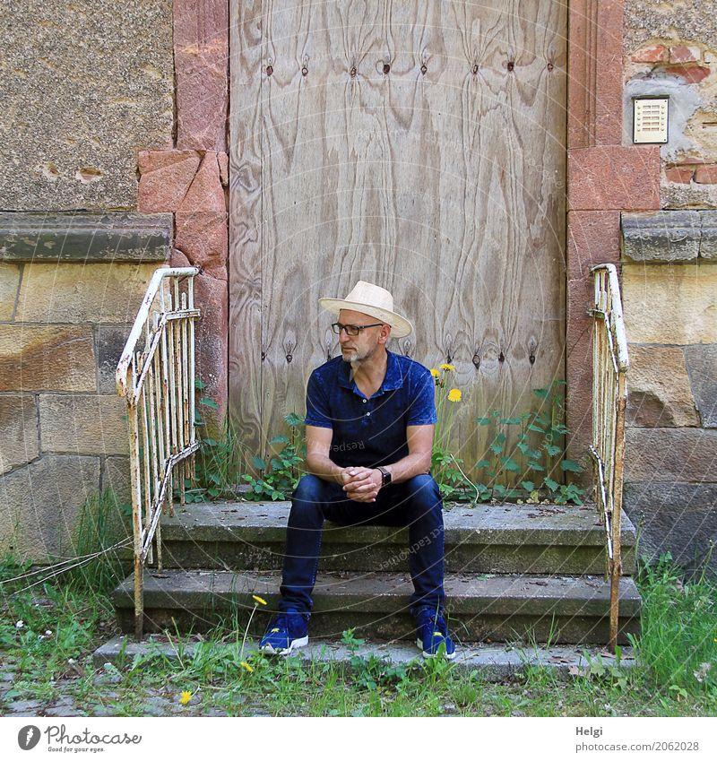 AST 10 | Torwächter Mensch Natur Mann alt Pflanze blau grün rot Einsamkeit Haus Erwachsene Umwelt Wand Senior Mauer braun