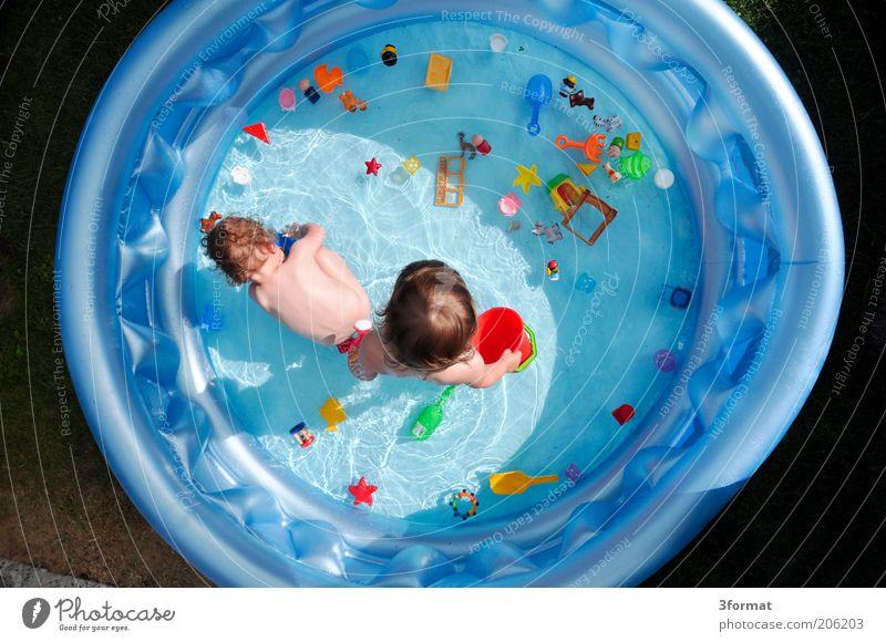 PLASTIKWELT Mensch Wasser blau Sommer Freude Ferien & Urlaub & Reisen Spielen Garten Haare & Frisuren Wärme Kindheit Rücken nass Schwimmen & Baden verrückt niedlich