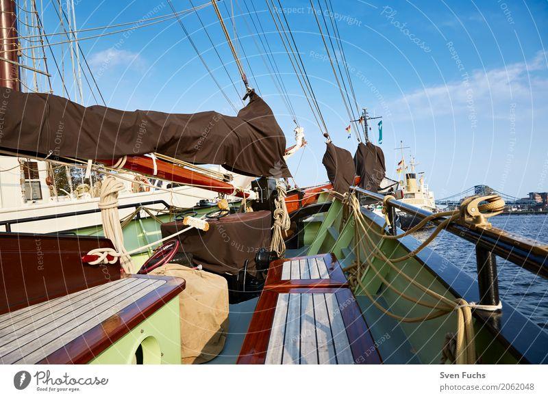 An Bord eines Segelschiffes Seil Hafen Schifffahrt Wasserfahrzeug Knoten maritim Wilhelmshaven Landkreis Friesland Ostfriesland Trosse leine Schiffsdeck Lenkrad