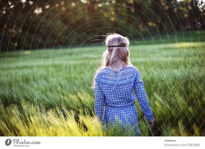 Hippiegirl Mensch Kind Natur blau Sommer grün Landschaft Erholung ruhig Mädchen Umwelt Frühling natürlich feminin wild träumen