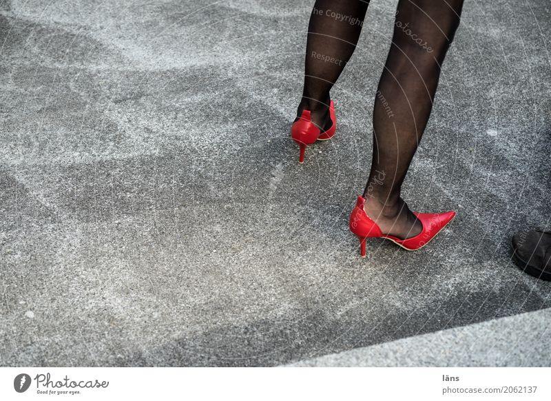 AST10 l starker Auftritt Mensch feminin Leben Beine Wege & Pfade Strumpfhose Schuhe Damenschuhe Beton stehen warten elegant Erotik hoch Spitze grau selbstbewußt