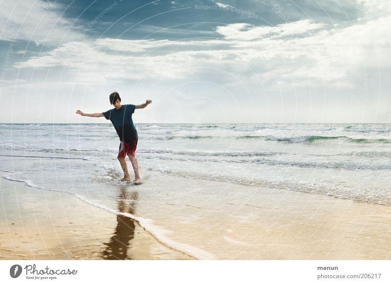 skimming Himmel Natur Jugendliche Wasser Ferien & Urlaub & Reisen Meer Strand Freude Wolken Erholung Leben Landschaft Junge Bewegung Glück Küste