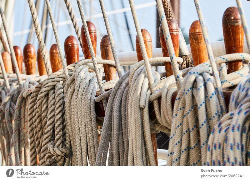 Seile und Tau Hafen Schifffahrt Segelschiff Wasserfahrzeug Knoten maritim Wilhelmshaven Landkreis Friesland Ostfriesland Trosse leine Schiffsdeck Lenkrad ruder