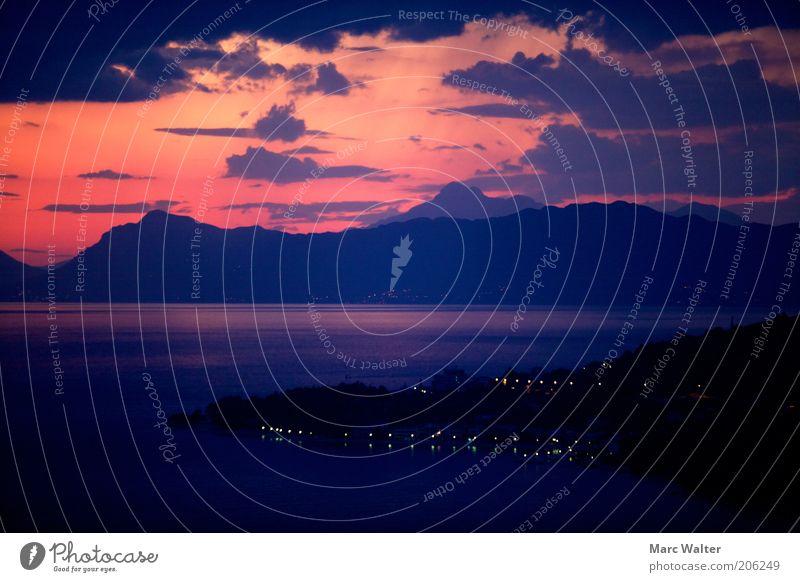 Abendrot Himmel blau Wasser rot Ferien & Urlaub & Reisen Meer Sommer Wolken schwarz gelb Gefühle Berge u. Gebirge Küste Stimmung Zufriedenheit Romantik
