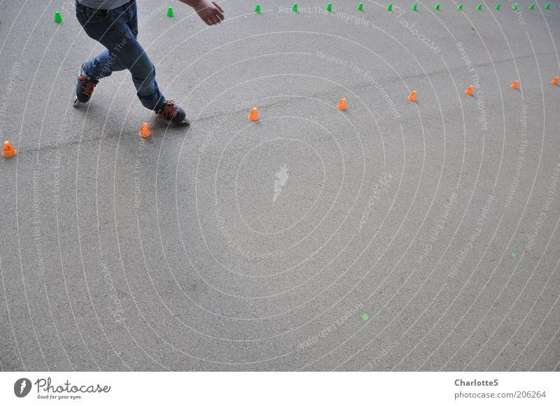Talent Mensch Hand Straße Leben grau Bewegung Beine Fuß Freizeit & Hobby elegant Geschwindigkeit fahren Jeanshose Asphalt berühren Hut