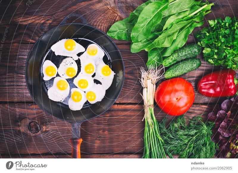 Gebratene Wachteleier Kräuter & Gewürze Essen Frühstück Mittagessen Abendessen Pfanne Küche Restaurant frisch natürlich oben braun grün rot Tradition Zwiebel