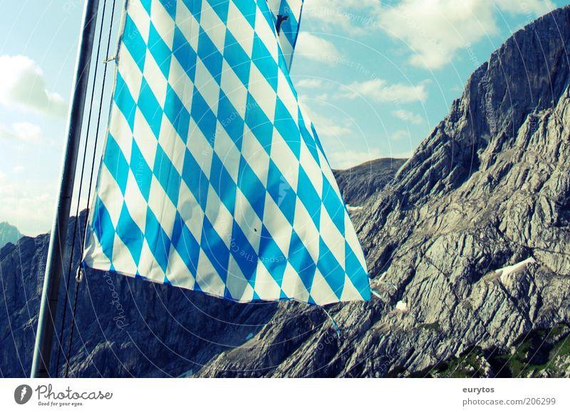 Bayern des samma mia! Natur weiß blau Sommer Ferien & Urlaub & Reisen ruhig Berge u. Gebirge Landschaft Felsen Tourismus Fahne Kultur Alpen Gipfel Fahnenmast